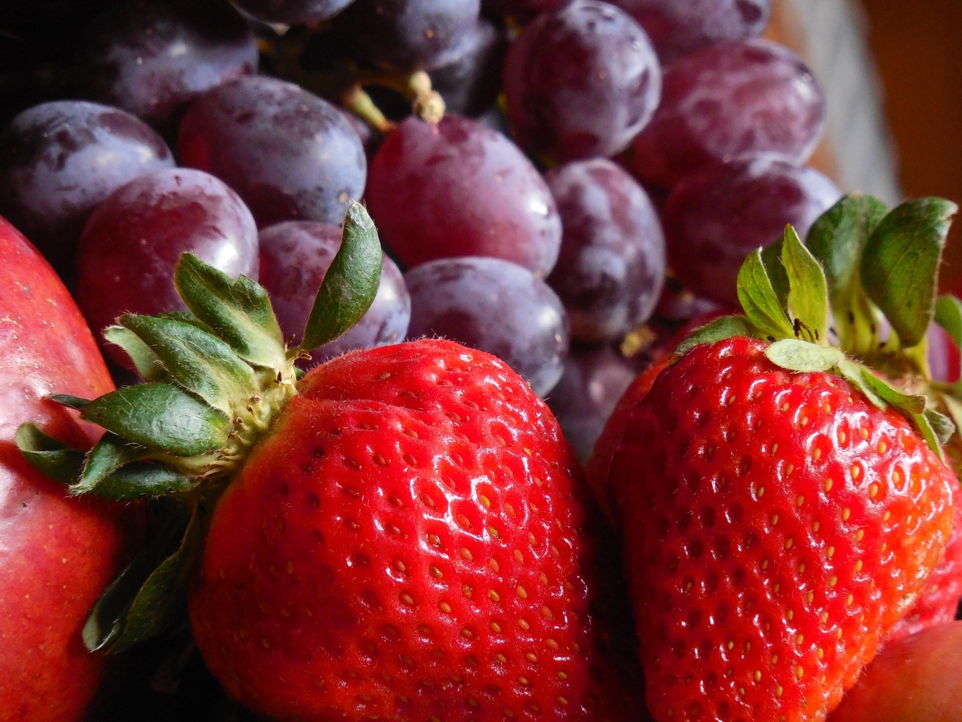 StrawberriesGrapes.jpg