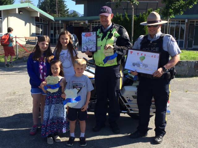 Brooksbank Students say thank you to the RCMP